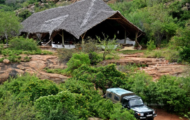 Kipalo-Hills-Lodge-and-car