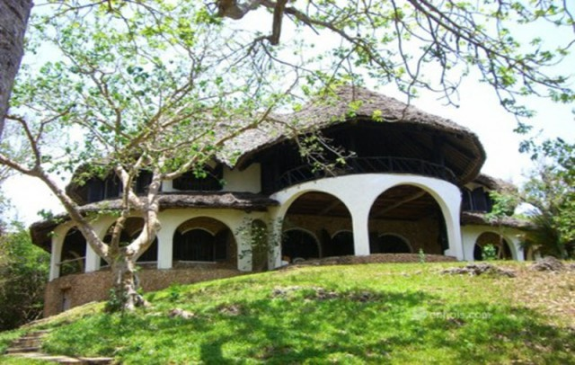 Mkelekele-House-Outside
