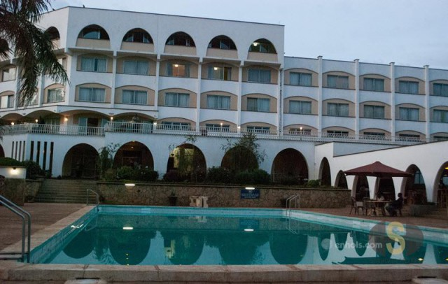 Sirikwa-Hotel-Main-View
